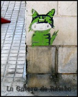 Gatito verde en el carrer Sant Cristòfol de Ibiza