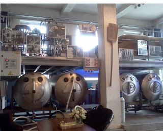 Interior de la cervecería Gruut en Gante