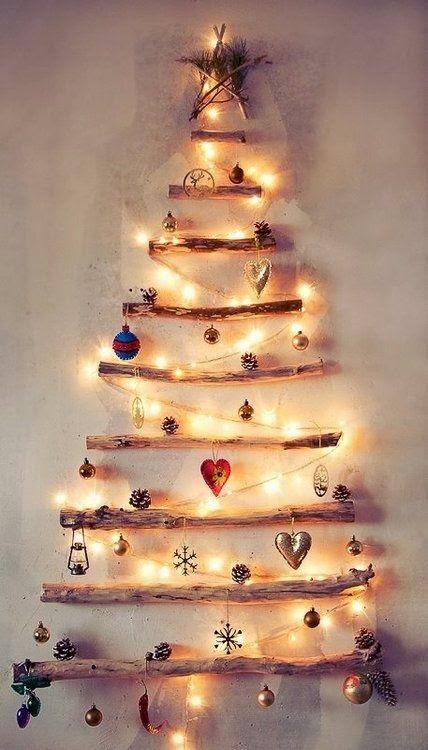 Árbol de navidad con palos de madera