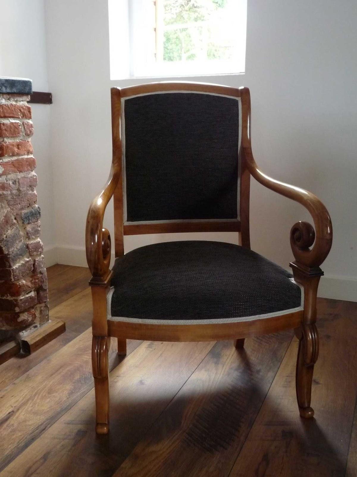 theine design fauteuils voltaire style restauration pr aux saint s bastien. Black Bedroom Furniture Sets. Home Design Ideas
