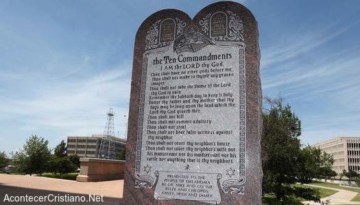 Monumento de los Diez Mandamientos de Capitolio de Oklahoma