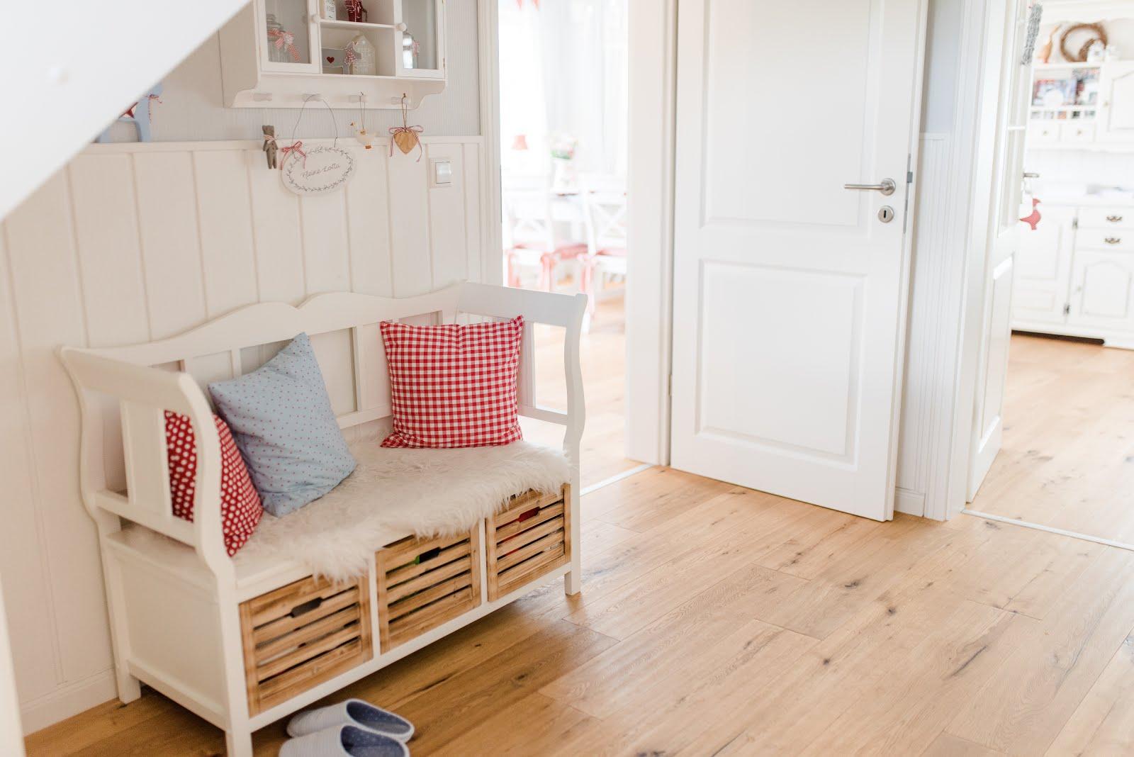 Schwedenhaus innen treppe  Kleine Lotta ~ Unser Schwedenhaus: Helle Diele und gemütlicher Allroom