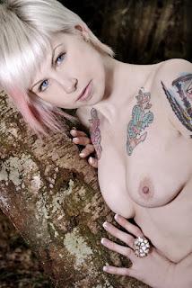 Naked brunnette - Fynne_%2528SG%2529_Bare_Necessities_16.jpg