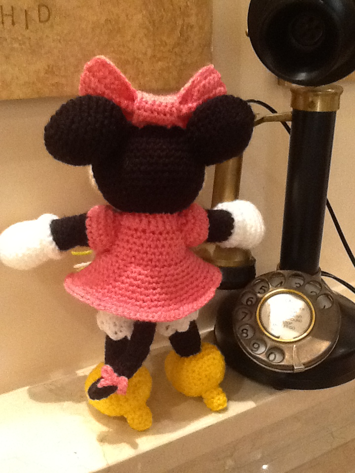 Amigurumi Free Minnie Mouse Pattern : Sweet Dollies: AMIGURUMI MINNIE MOUSE