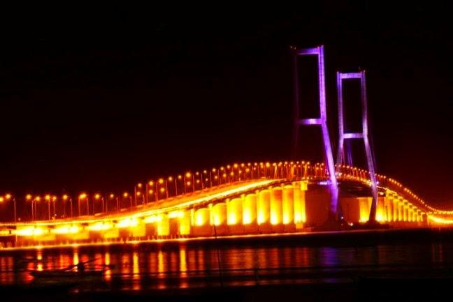 tempat wisata di surabaya jembatan suramadu