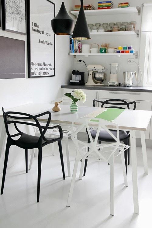 casa-moderna-estilo-nordico-ambiente-acogedor-mobiliario-diseno-kartell