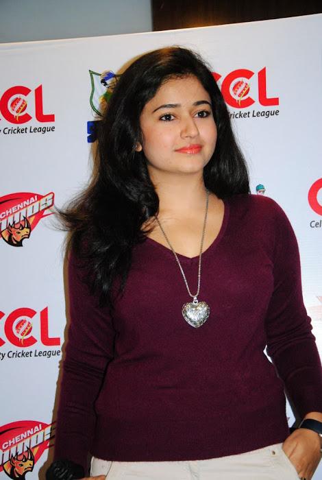 poonam bajwa new glamour  images