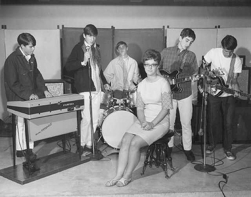 mini skirt of singers and musicians in 1973 vintage everyday