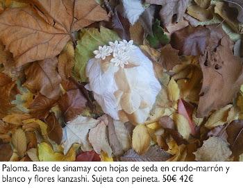 Tocado con hojas de seda y flores kanzashi
