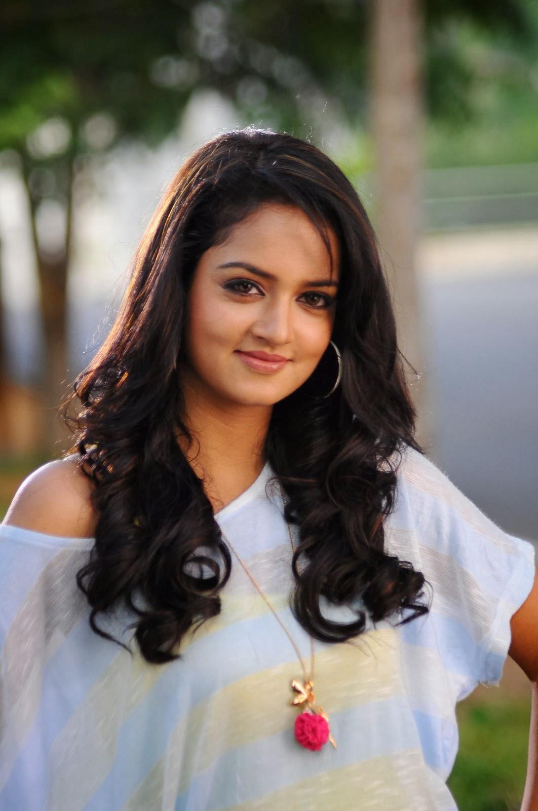 Cute and glamorous Shanvi latest hot photos from adda telugu movie