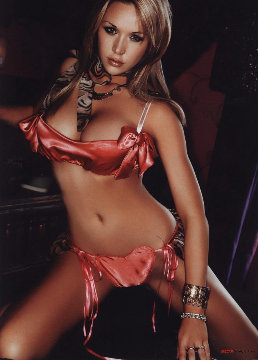 Sarah lieving bikini