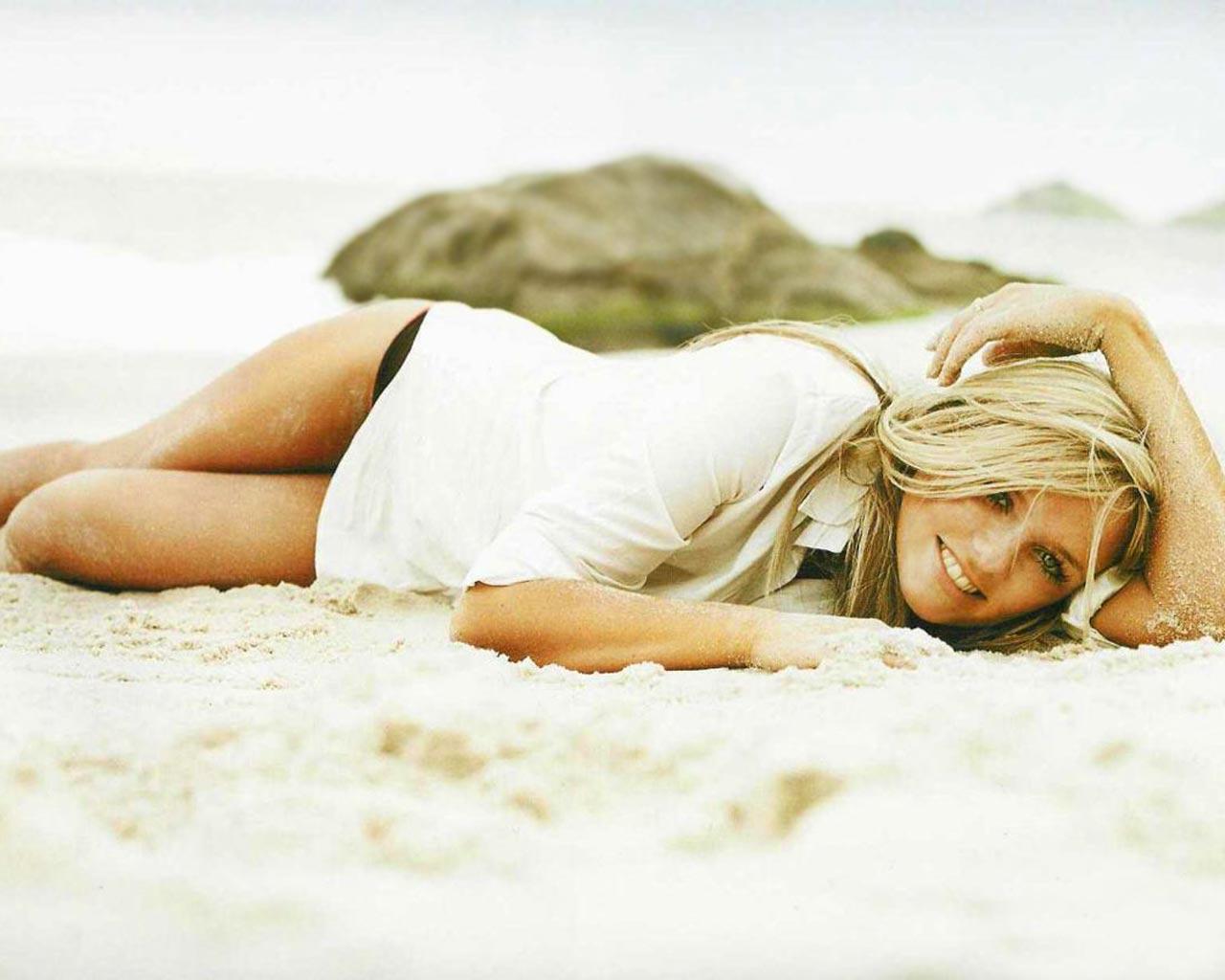 http://2.bp.blogspot.com/-9td_YI9Rv1o/Tu-muGYra5I/AAAAAAAABX0/pA_E0KGy1mM/s1600/Emma-Bunton1.jpg