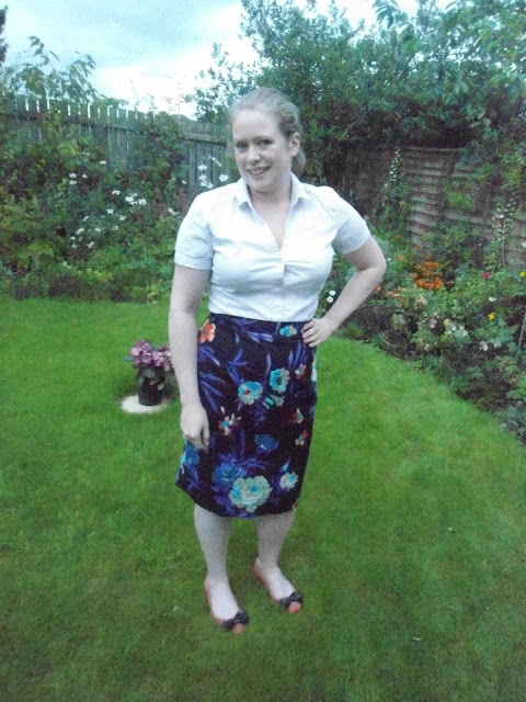 http://jennifercatherineshaw.blogspot.com/2015/09/completed-simple-sew-wiggle-skirt.html