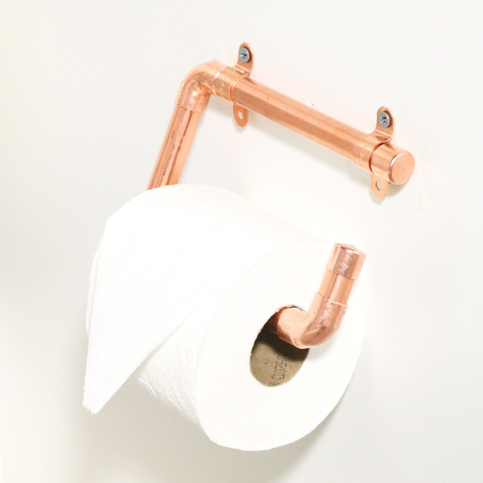 Diy it copper toilet paper holders a kailo chic life for Copper pipe projects