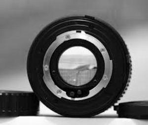 Tampak belakang lensa