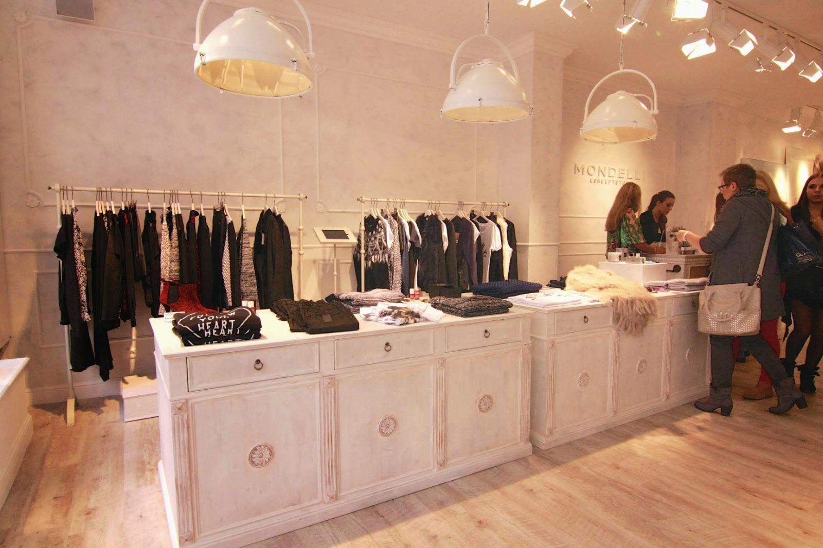 Eingangsbereich im Mondelli Concept Store Würzburg