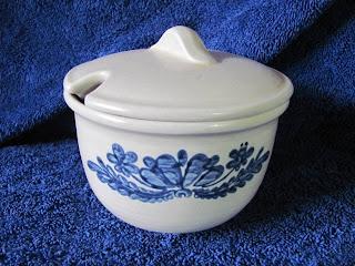 http://www.bonanza.com/listings/Pfaltzgraff-Anniversary-Yorktowne-Jam-Pot-Jelly-Server/125109747