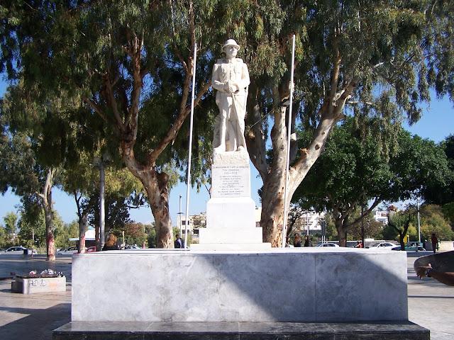 Kandiye'de Eleftherias (Özgürlük) Meydanı ve Meçhul Asker Anıtı