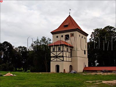Любча. Отстроенная башня замка Хрептовичей