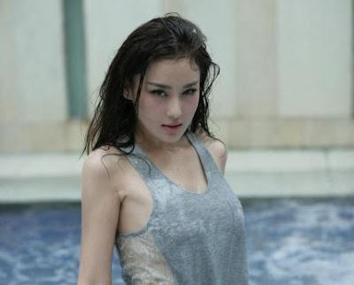 Zhang Xinyu sexy with T-shirts
