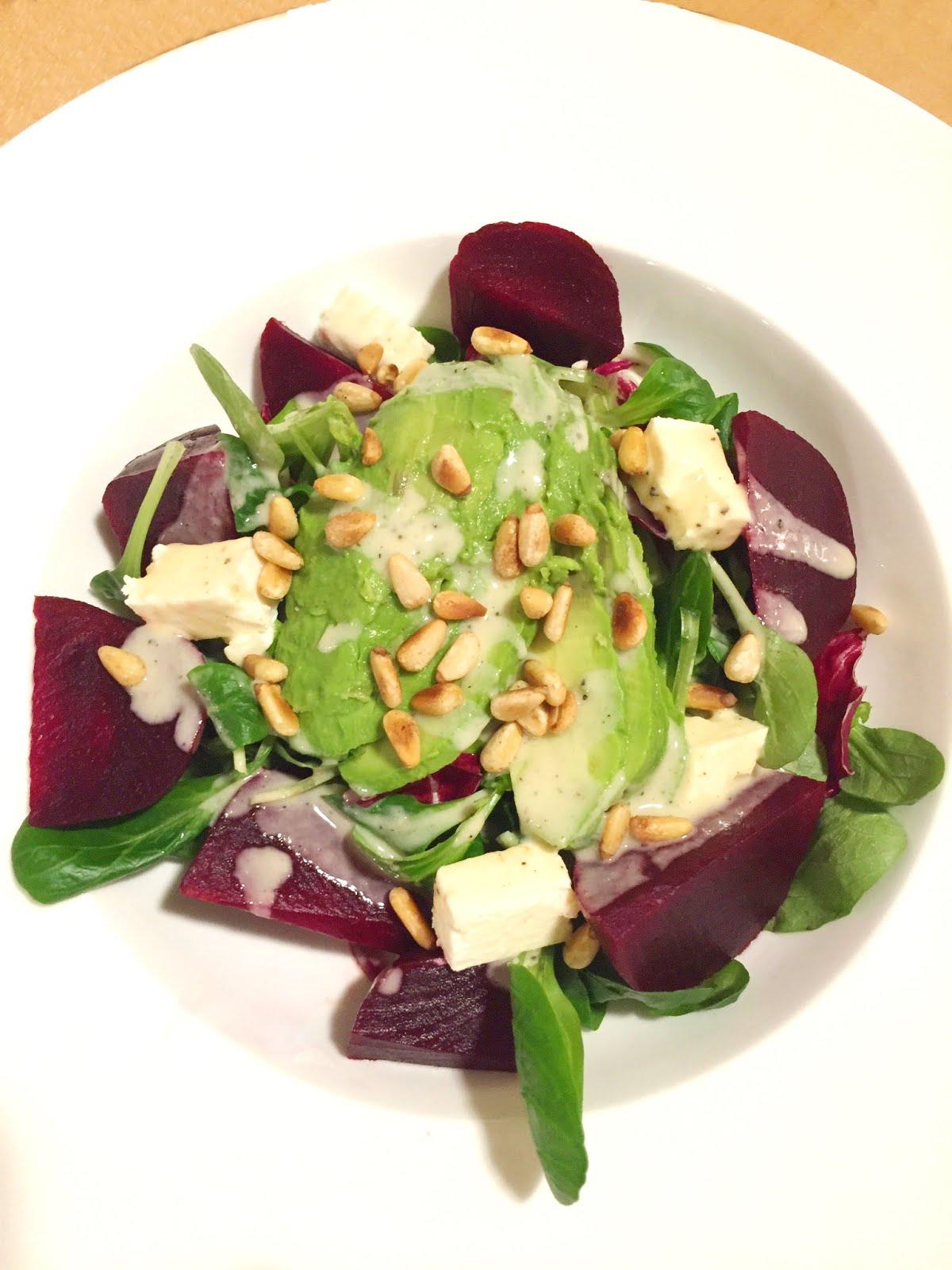 cuisiner bien salat mit roter beete feta und avocado. Black Bedroom Furniture Sets. Home Design Ideas