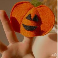 http://luluandceleste.com/halloween-finger-puppets/