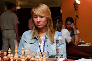 Échecs à Athènes : la jeune joueuse néerlandaise Lisa Schut (Maître International Féminin avec un classement Elo de 2305) - Photo © site officiel