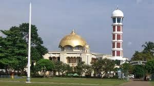 masjid berlokasi di pusat kota majalengka