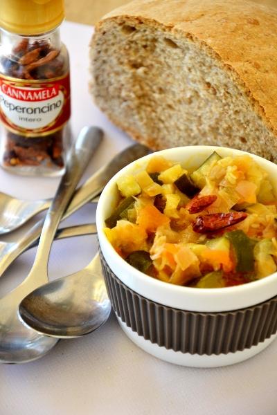 minestrone di verdure con peperoncino secco