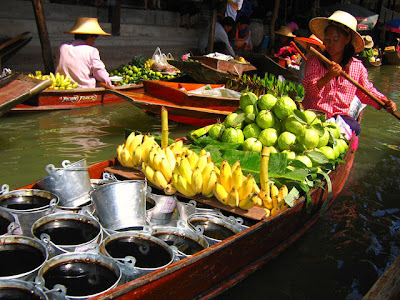 How to get to damnoen saduak floating market from Bangkok on Sunday