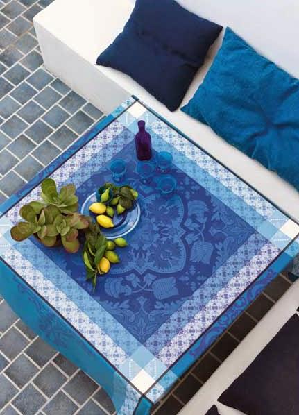 Azulejos Faience le Jacquard Francais. Mantel, camino de mesa y servilletas