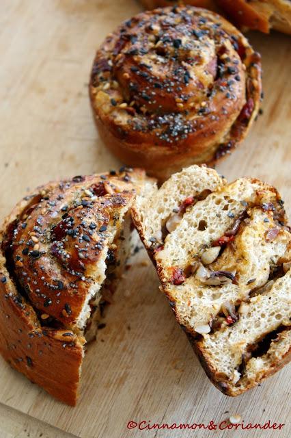 Brotschnecken mit Za`atar Paprika und Knoblauch