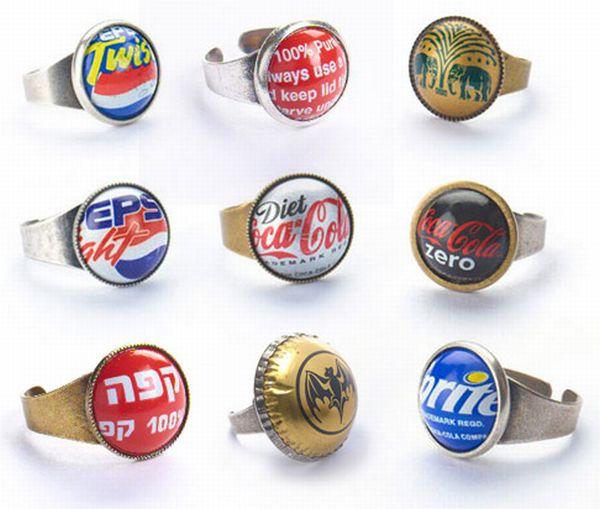 http://2.bp.blogspot.com/-9vtN4CHVKao/TiQWLW6aRdI/AAAAAAAAEs8/iZi_94dexyU/s1600/Bottle-Caps-Jewelry-013.jpg