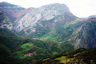 Vista de Abiegos, Taranes y Peña Taranes