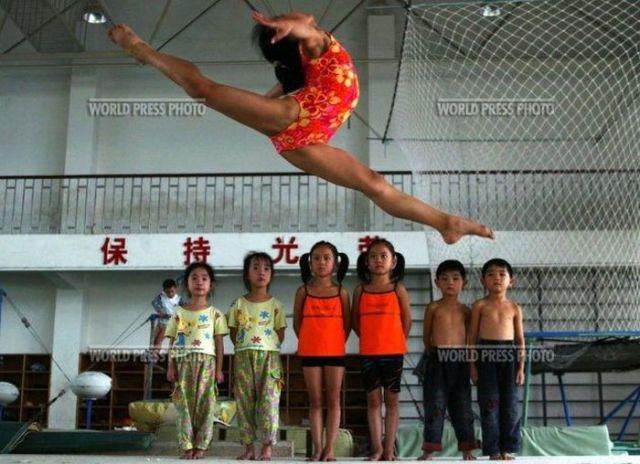 الصين وكيفية صناعة الأبطال الألومبيين China-gymnasium-Olympic-children-37