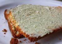 """""""Manteiga"""" de Tofu com Cheiro-Verde (vegana)"""