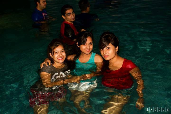 Banglarxxx Blogspot Com: Bangladesh Hero Alom: Bnagladeshi Girl Swiming Pool Bath