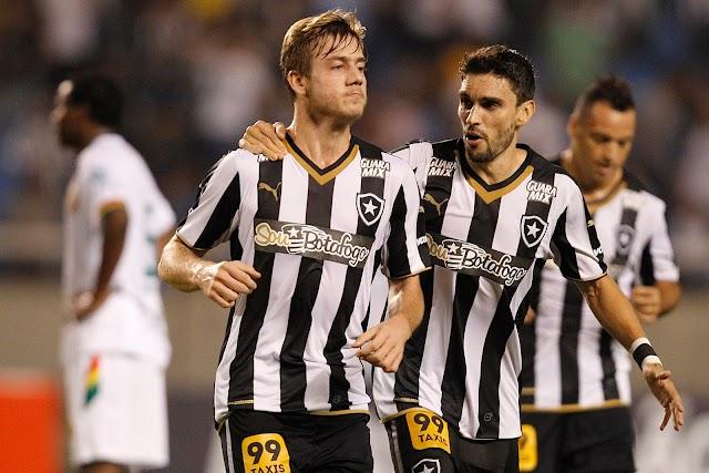 Em noite de estreante, Botafogo goleia e volta ao topo da Série B do Brasileiro