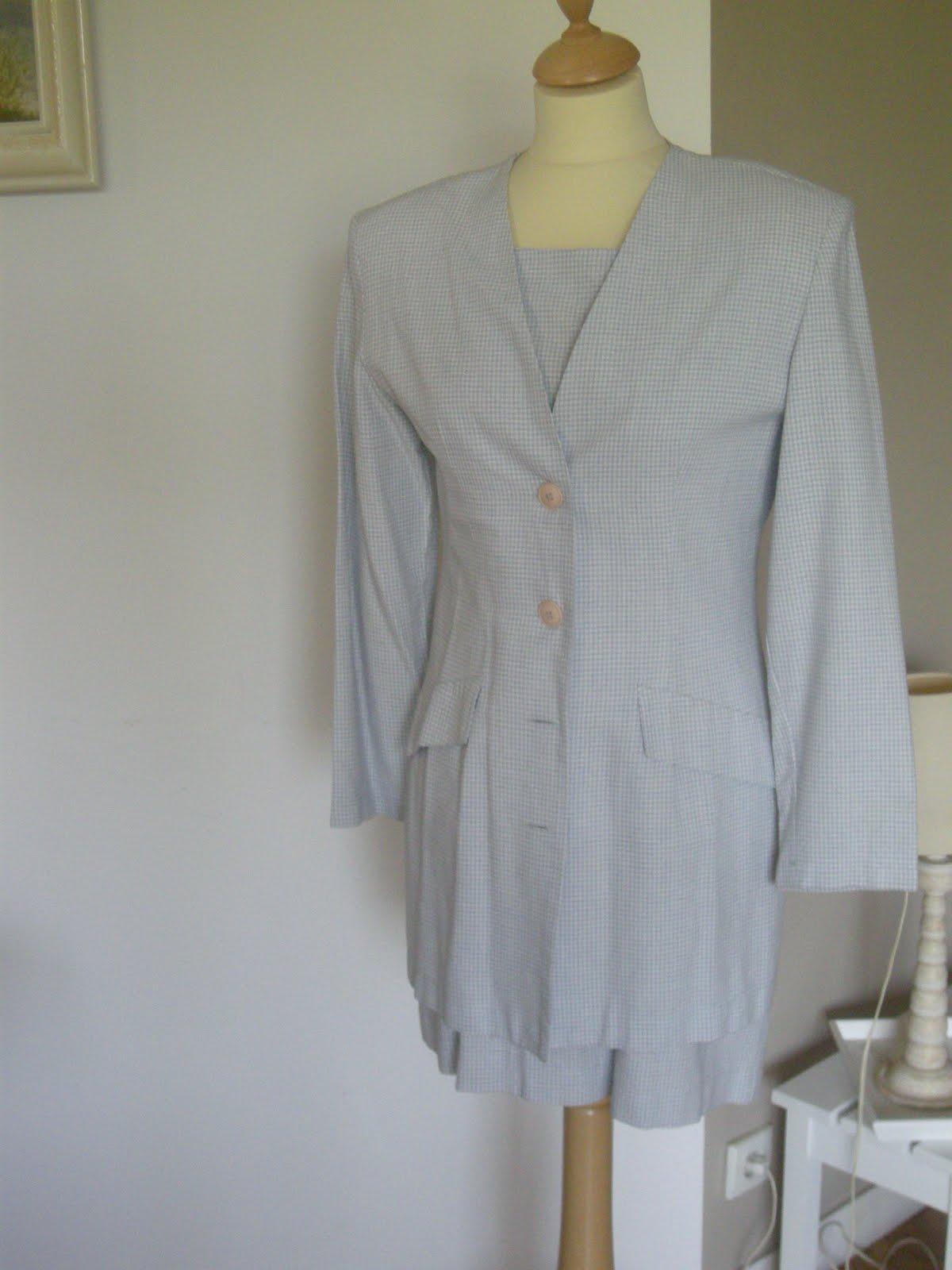 romy dressing soldes extremes tailleur robe la city 20. Black Bedroom Furniture Sets. Home Design Ideas