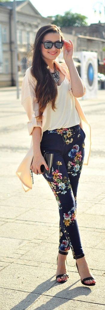 Dark navy blue floral patterned pants off-white shirt nude pink cardi black heels