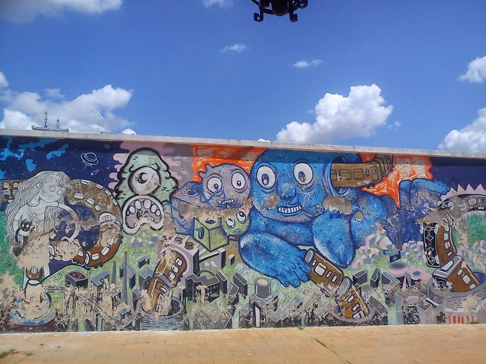 detaliu graffiti albastru de la Gara de Nord