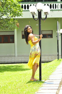 Kavisha Ayeshani hot pose