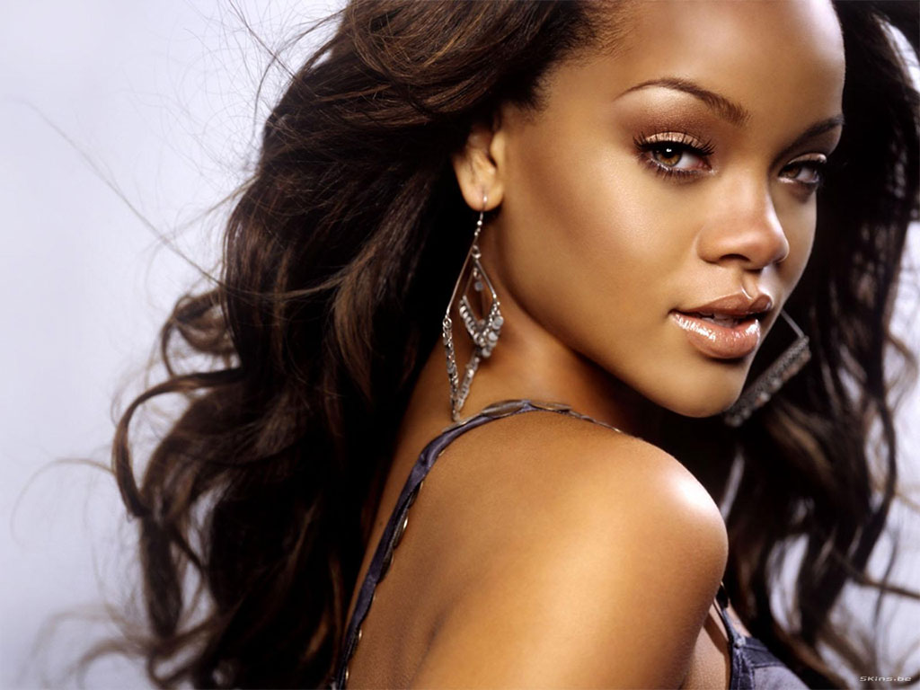 http://2.bp.blogspot.com/-9x1gRhfFjn8/T9IWZHhGyLI/AAAAAAAABn4/NtyJ0tws1Pc/s1600/Rihanna+wallpapers+9.jpg