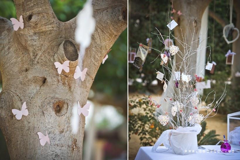 decoración de bodas recortable de mariposas en los arboles