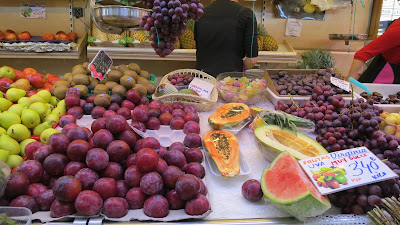 photo fresh fruit trade, valencian central market