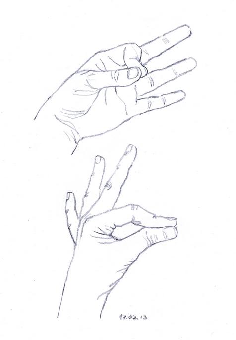 карандашный набросок рук