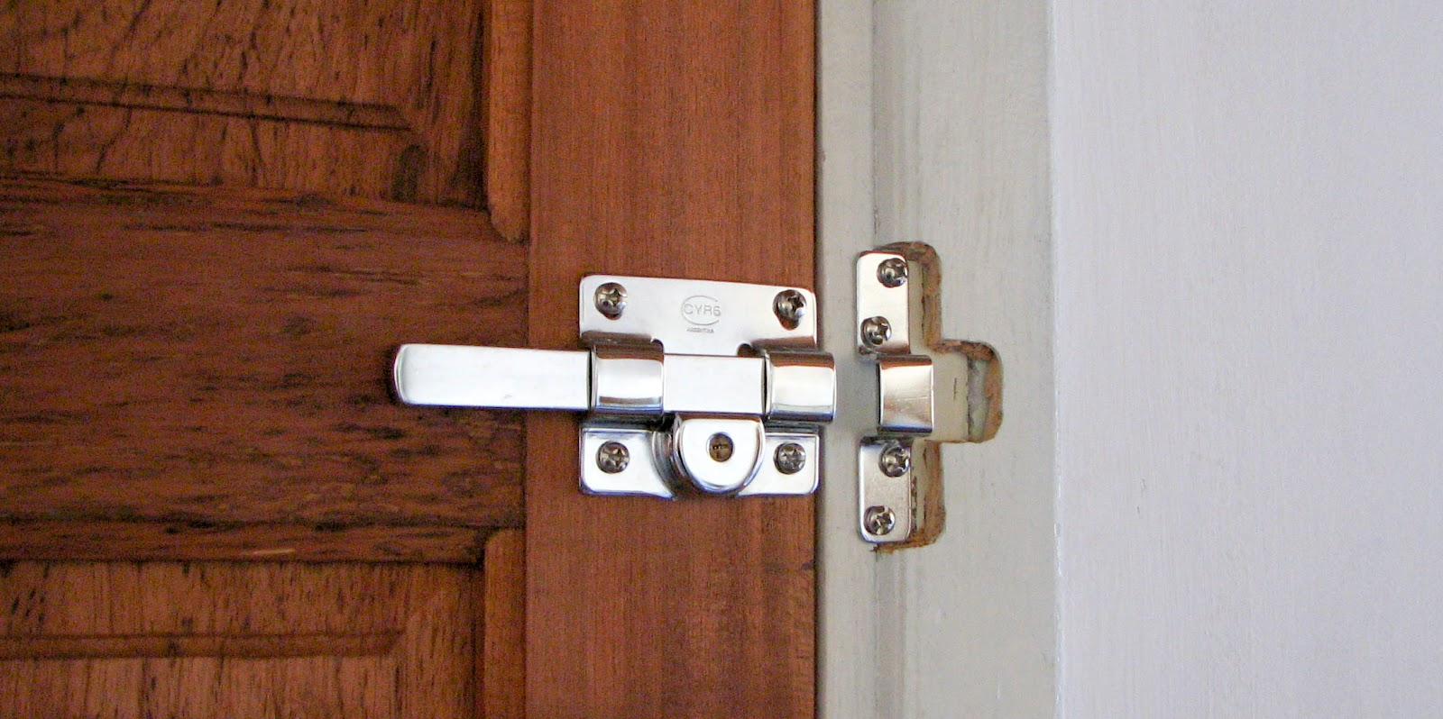 Cerrajeria fg consejos para mejorar la seguridad del hogar for Cuanto sale una puerta