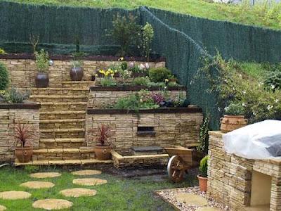 Arte y jardiner a superficies verticales materiales - Como decorar un muro de hormigon ...