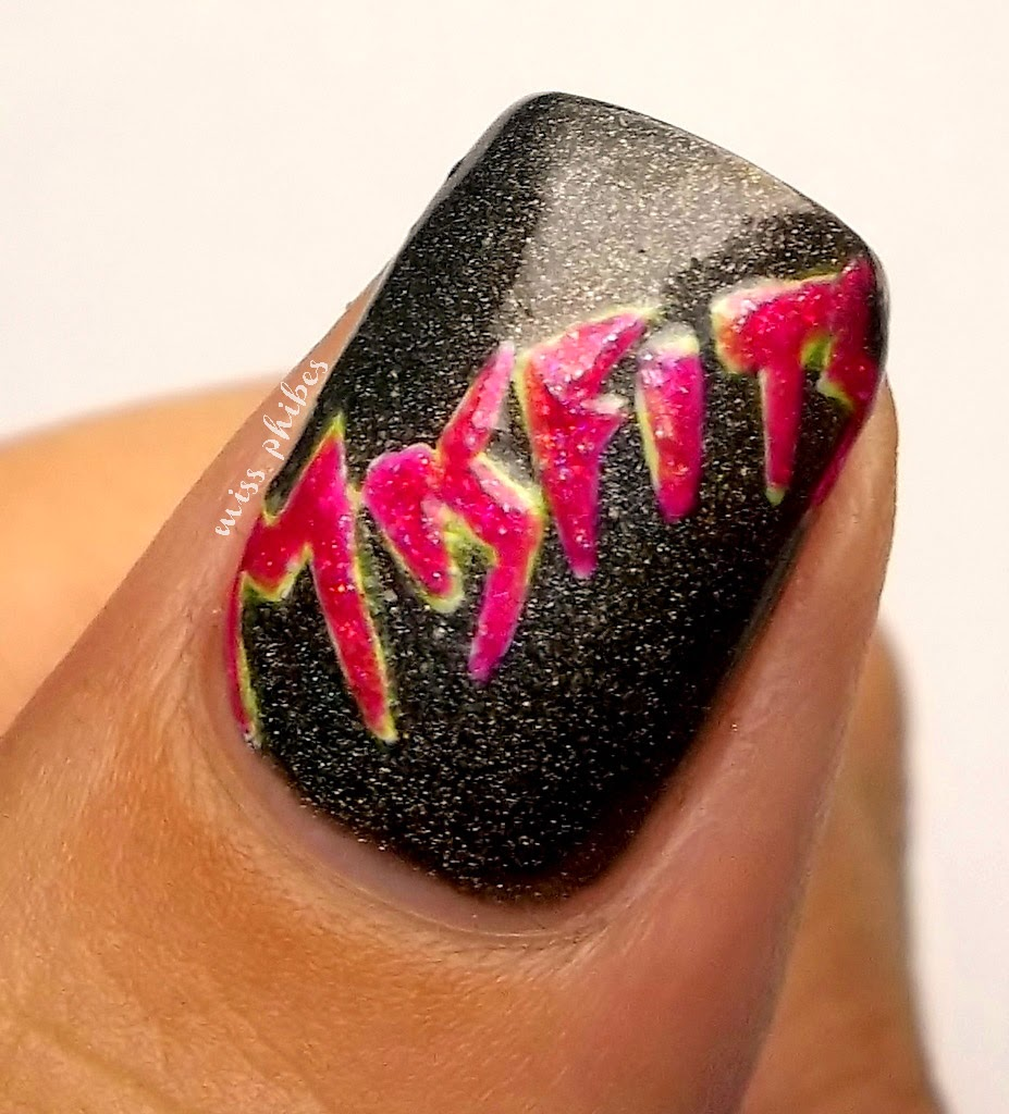 Miss Phibes + 80s nail art