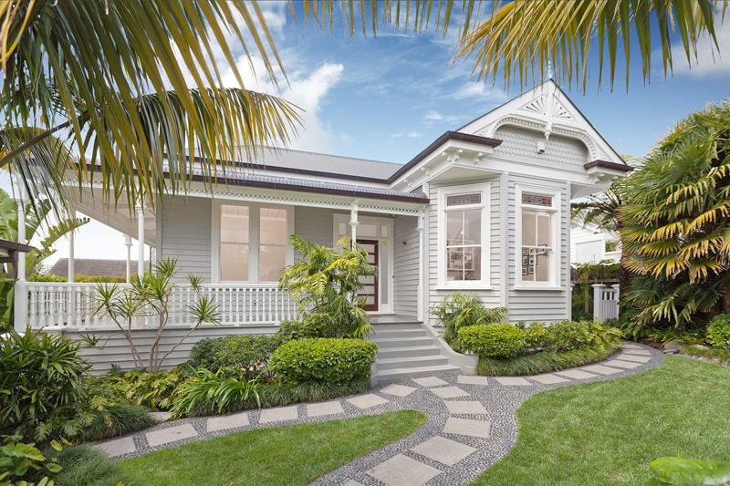 Sommerwhite house love for Queenslander exterior colour schemes